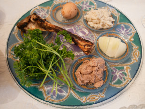 Passover Seder 5771 - The Seder Plate by Edsel L (CC BY-SA 2.0)