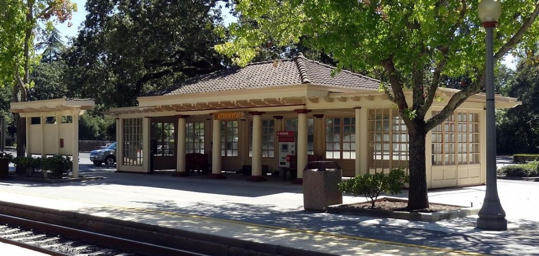Atherton Caltrain Station by Tumbenhaur via CC BY-SA 3.0