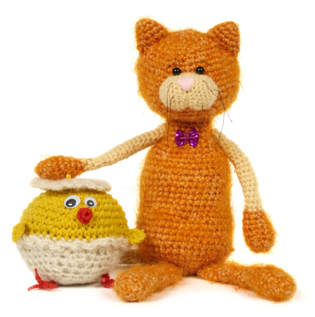 Knit Cat and Chick Moving with Kids