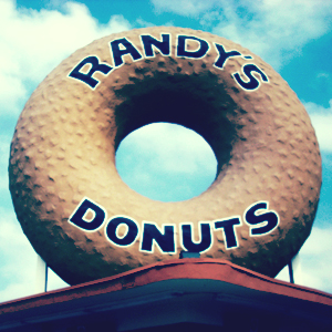 Randy's Donuts by gregwest98, flickr, under CC BY 2.0